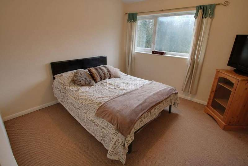 3 Bedrooms End Of Terrace House for sale in Queens Park Way, Leicester