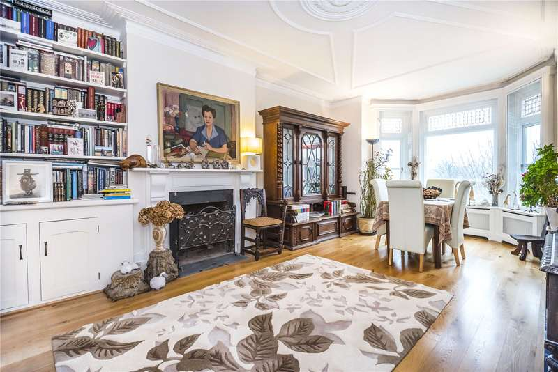 4 Bedrooms Flat for sale in Clapham Common North Side, London, SW4