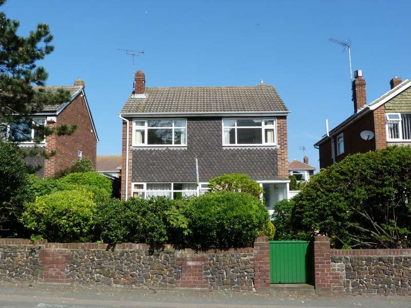 3 Bedrooms Detached House for sale in Ramsgate Road, Broadstairs