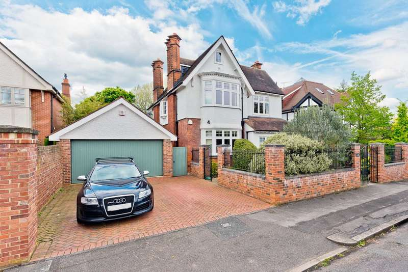 Detached House for sale in River Avenue, Thames Ditton