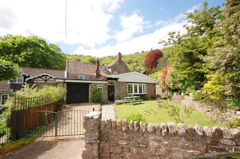 5 Bedrooms Semi Detached House for sale in THE OLD FARM HOUSE,