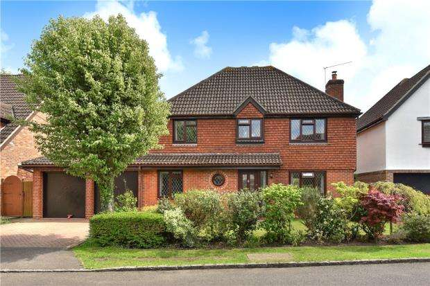 4 Bedrooms Detached House for sale in Forbes Chase, College Town, Sandhurst