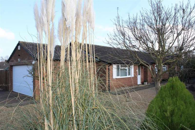 3 Bedrooms Detached Bungalow for sale in Earlswood, Orton Brimbles, Peterborough