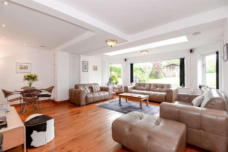5 Bedrooms Detached House for sale in Layton Avenue, Rawdon, Leeds, LS19 6QQ