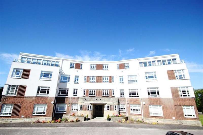 2 Bedrooms Flat for rent in SANDRINGHAM COURT, NEWTON MEARNS, G77 5DT