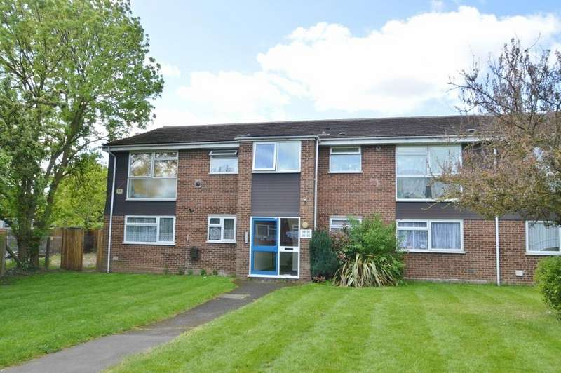 2 Bedrooms Flat for sale in Welland Close, Langley, SL3