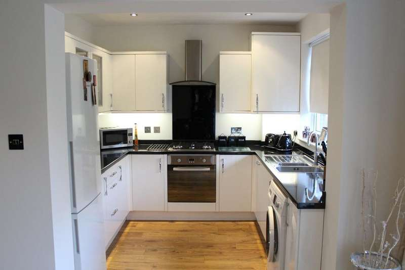2 Bedrooms Bungalow for rent in 11 Church View, Upminster, Essex, RM14 2QX