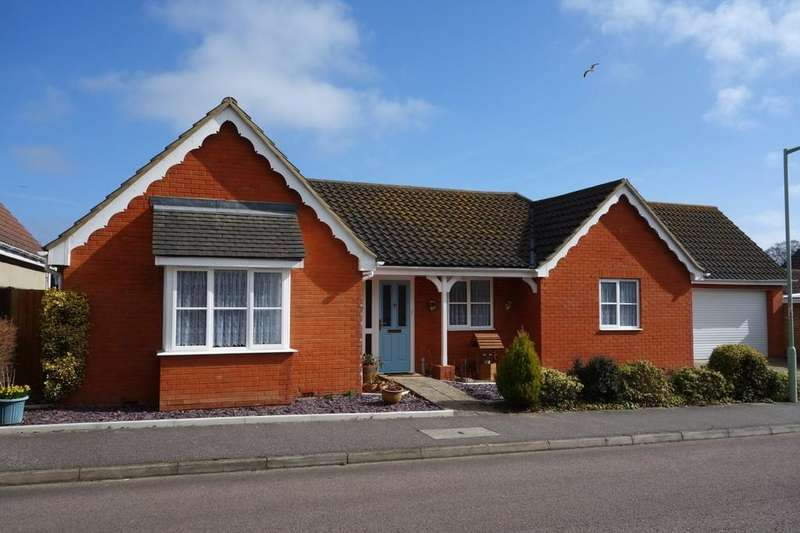 3 Bedrooms Detached Bungalow for sale in Aveling Way, Carlton Colville
