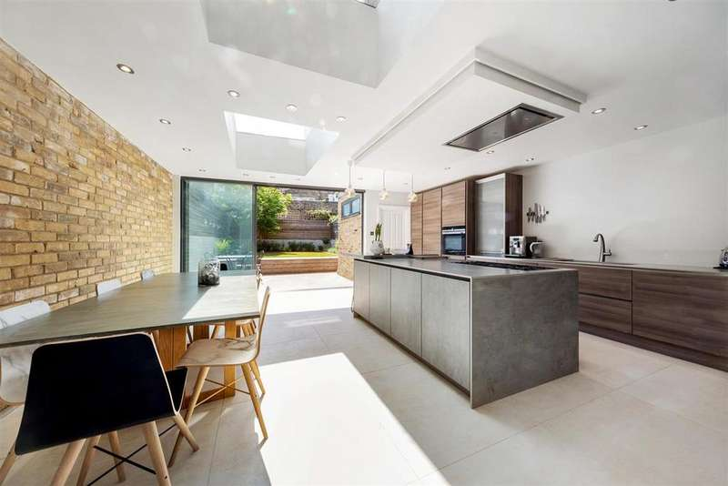 5 Bedrooms Terraced House for sale in Sarsfeld Road, SW12