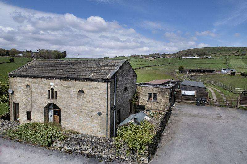 3 Bedrooms Equestrian Facility Character Property for sale in The Coach House, 3 Bradshaw Lane, Halifax, HX2 9UZ