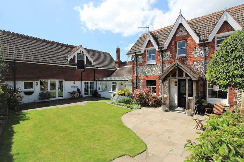 4 Bedrooms Detached House for sale in Selwyn Road, Eastbourne, BN21 2LH