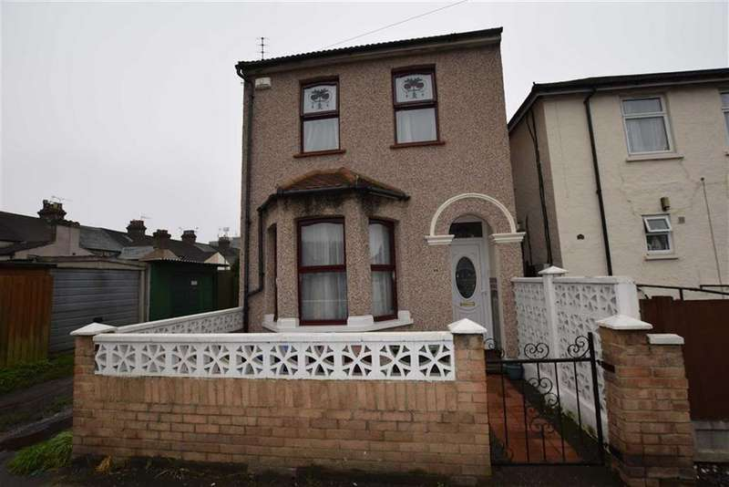 3 Bedrooms Detached House for sale in Hathaway Road, Grays, Essex