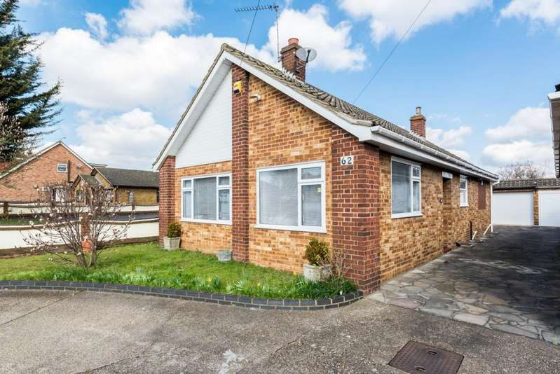 2 Bedrooms Bungalow for sale in Frederick Road, Rainham, RM13