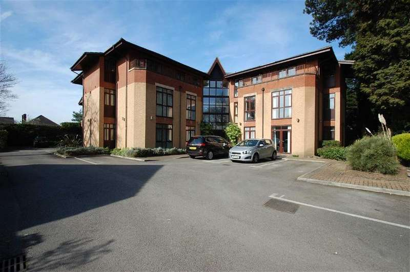 2 Bedrooms Flat for sale in Moseley Court, Cheadle Hulme, Cheshire