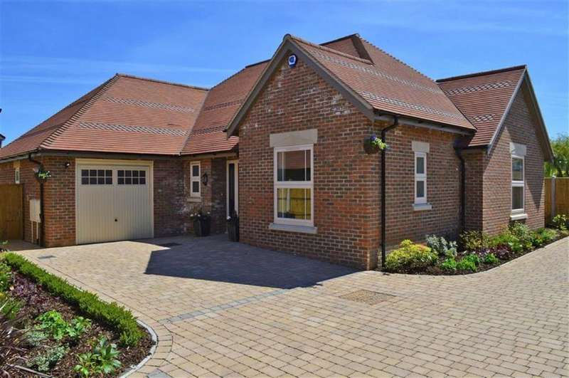 3 Bedrooms Detached Bungalow for sale in Gravel Hill, Wimborne, Dorset