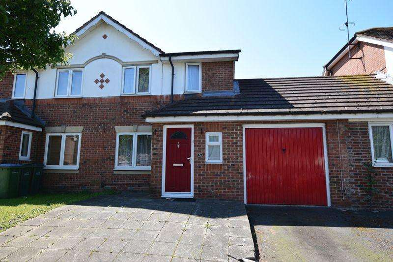 3 Bedrooms Semi Detached House for sale in Sunset Road, Central Thamesmead, SE28 8RS
