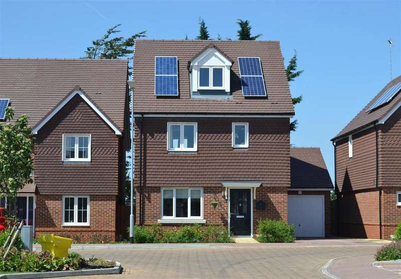 4 Bedrooms Detached House for sale in Kingswood Park, High Wycombe | 1508 sq/ft (140.2 sq/m) | [A private road accessed from Totteridge Drive]