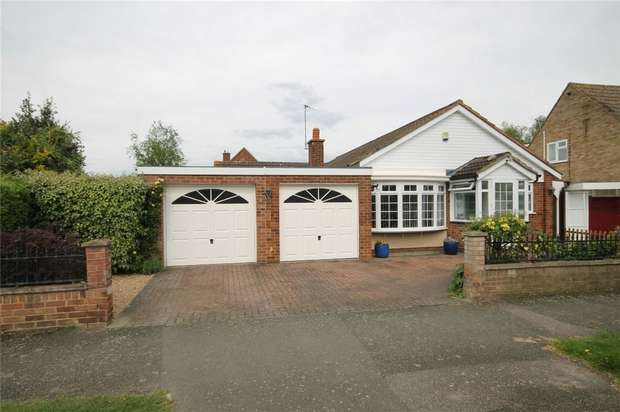 3 Bedrooms Detached Bungalow for sale in Chiltern Avenue, Bedford