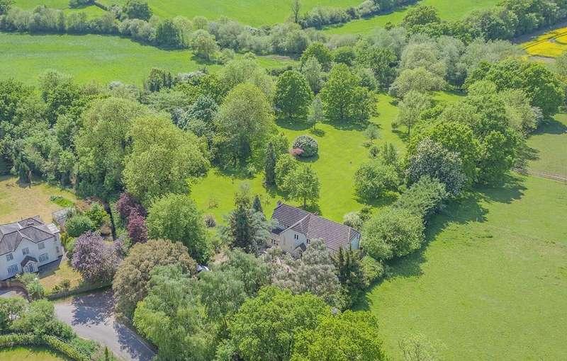 5 Bedrooms Detached House for sale in Halstead Hill, Goffs Oak, Hertfordshire, EN7 5NA