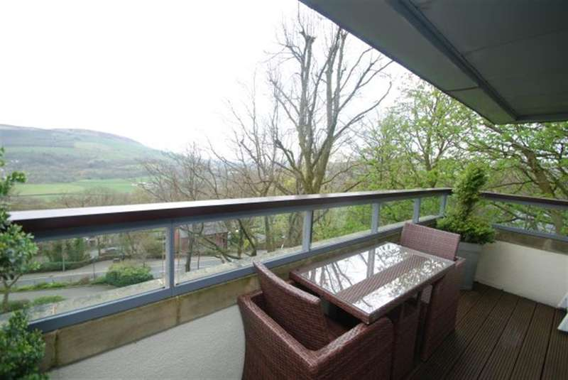 3 Bedrooms Penthouse Flat for sale in Fernhill, Grasscroft, Oldham, OL4 4GH