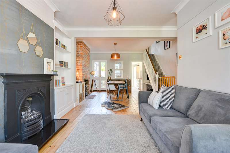 3 Bedrooms Terraced House for sale in Stanley Road, Worthing, West Sussex, BN11 1DT