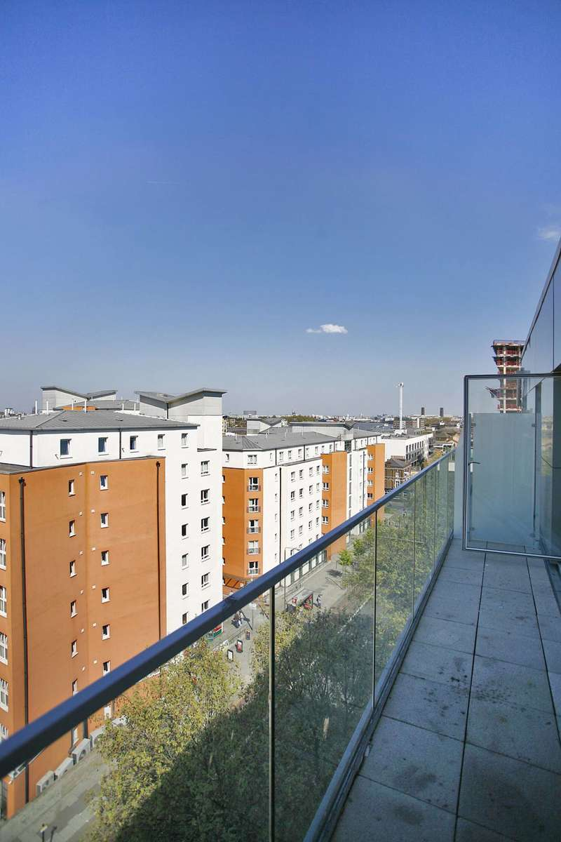 3 Bedrooms Flat for sale in Creek Road, Greenwich, SE8