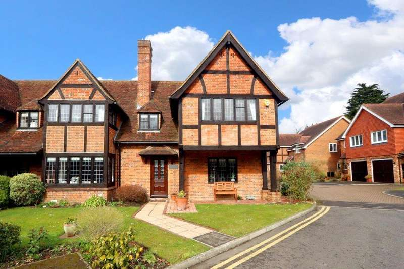 4 Bedrooms Semi Detached House for sale in Somerford Place, Beaconsfield