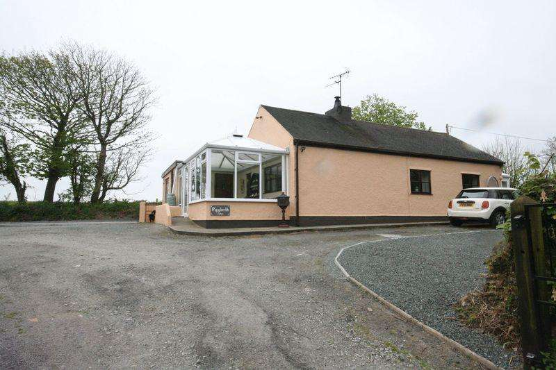 3 Bedrooms Detached Bungalow for sale in Trefor, Anglesey