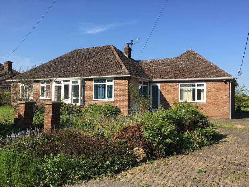 5 Bedrooms Bungalow for sale in Chaul End Road, Luton