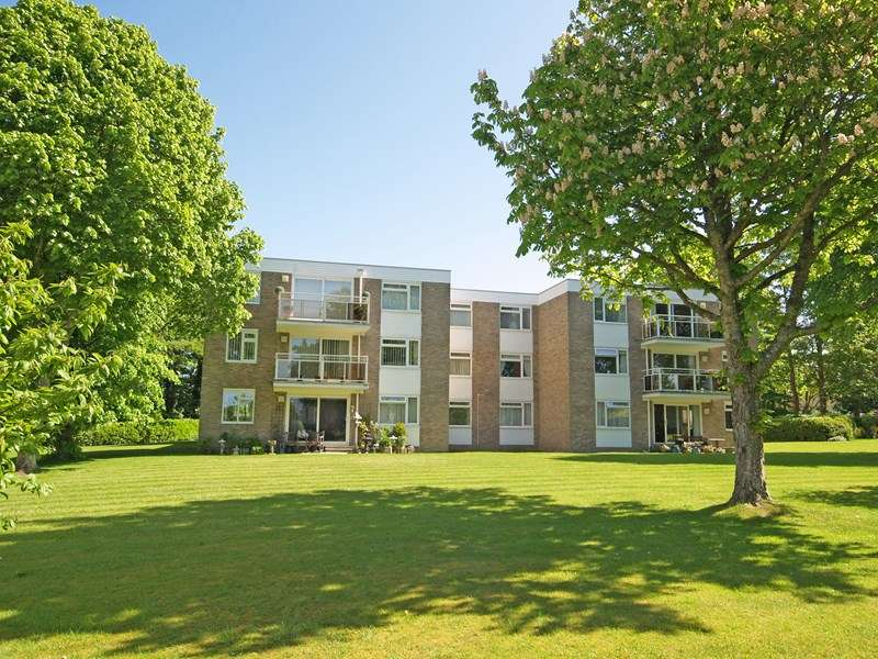 2 Bedrooms Flat for sale in Earlsdon Way, Highcliffe, Christchurch