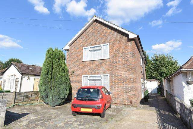 4 Bedrooms Detached House for sale in Alexandra Road, Ashford, TW15