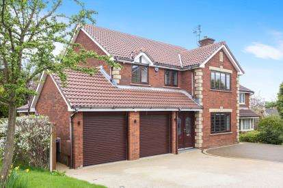 4 Bedrooms Detached House for sale in Wyne Close, Hazel Grove, Stockport, Greater Manchester
