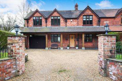 4 Bedrooms Semi Detached House for sale in Somerford View, Somerford, Congleton, Cheshire