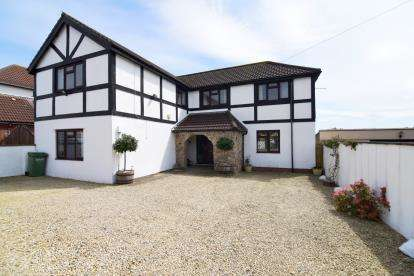 4 Bedrooms Detached House for sale in Hambrook Lane, Stoke Gifford, Bristol, Gloucestershire