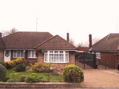 3 Bedrooms Bungalow for sale in Bunyans Close, Luton, Bedfordshire