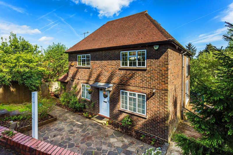 5 Bedrooms Detached House for sale in Westerham Road, Oxted, RH8