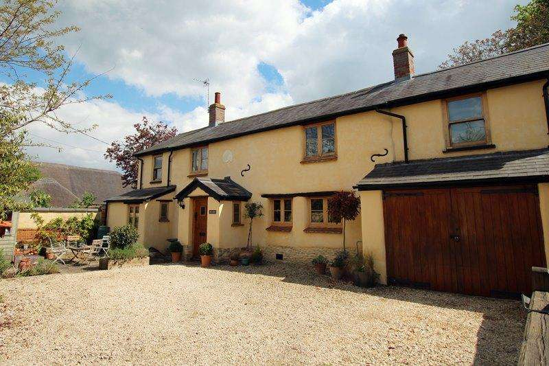 4 Bedrooms Detached House for sale in Townside, HADDENHAM, HP17
