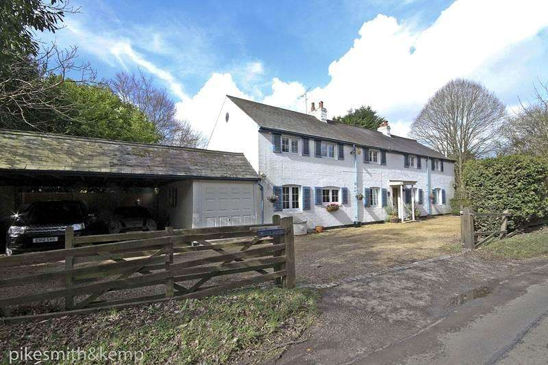 5 Bedrooms Detached House for sale in Taplow Common Road, BURNHAM, SL1