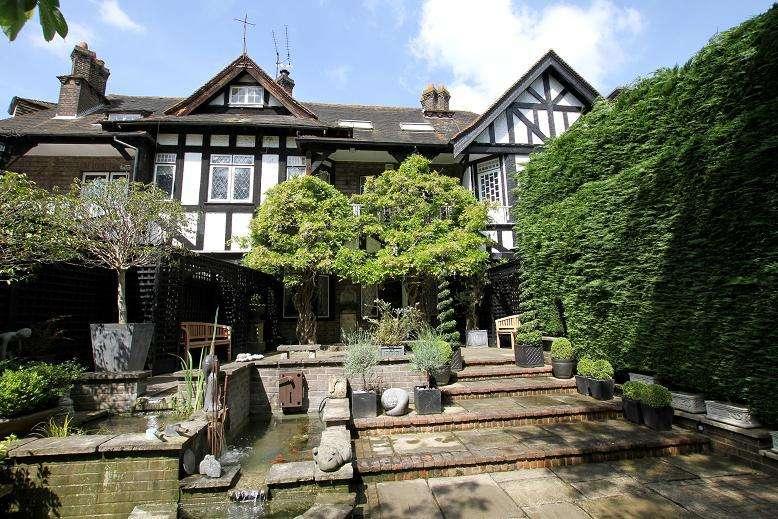 4 Bedrooms Semi Detached House for sale in Grange Lane, COOKHAM, SL6
