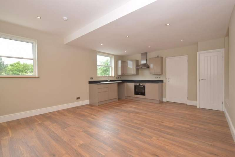 2 Bedrooms Apartment Flat for rent in Station Road Midhurst GU29