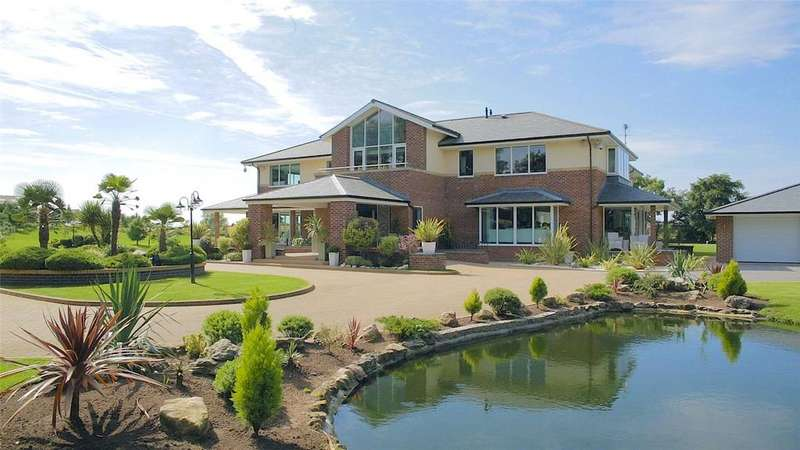 5 Bedrooms Detached House for sale in Carr Lane, Bryning, Lancashire, PR4