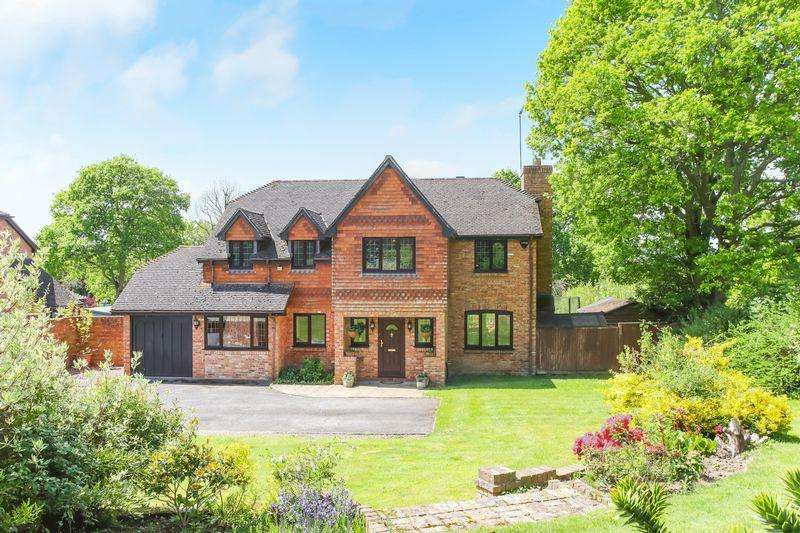 5 Bedrooms Detached House for sale in Eastbourne Road, Uckfield
