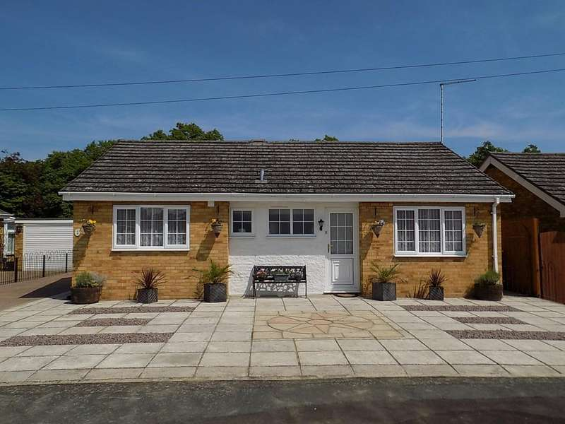 2 Bedrooms Detached Bungalow for sale in The Orchards, Chatteris