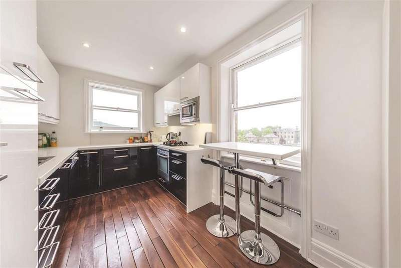 3 Bedrooms Flat for sale in Clapham Common South Side, SW4