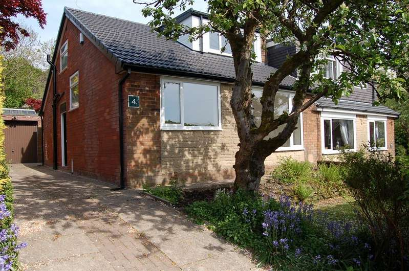 3 Bedrooms Semi Detached House for sale in Primrose Avenue, Uppermill, OL36DZ