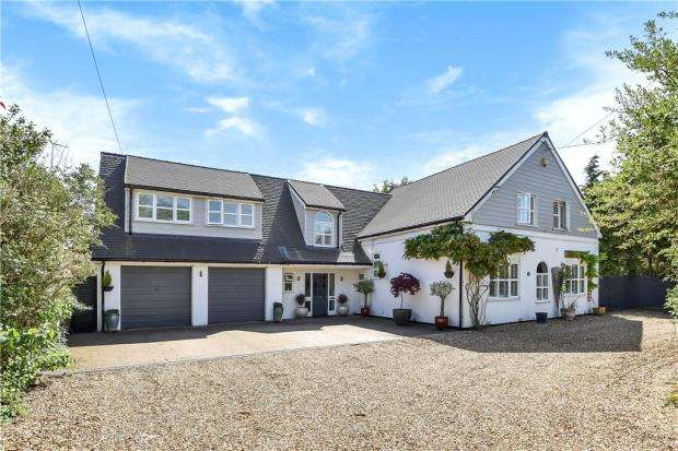 5 Bedrooms Detached House for sale in Hyde End Road, Spencers Wood, Reading