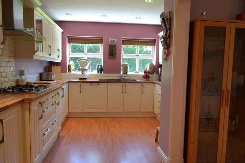 4 Bedrooms House for sale in Sandy Lane, Cannock