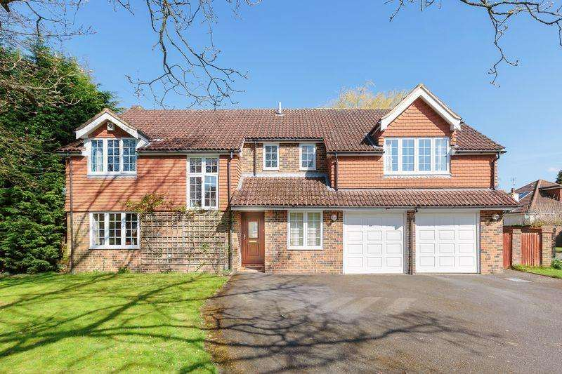 5 Bedrooms Detached House for sale in Barn Close, Banstead