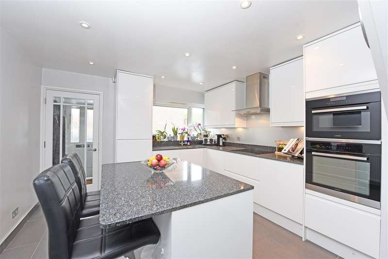3 Bedrooms Town House for sale in Galgate Close, Southfields