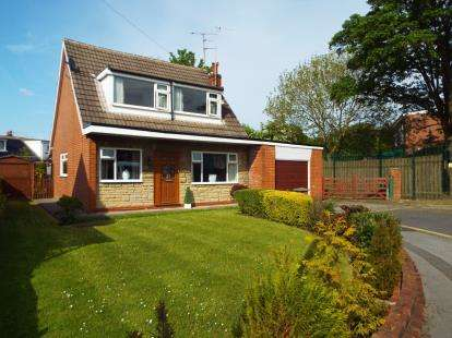 3 Bedrooms Detached House for sale in Priory Close, Leyland